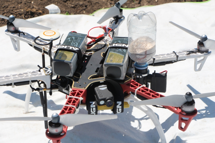 До чего техника дошла или как дроны поля засевают